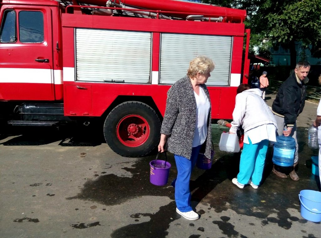 Из-за дорожной аварии натрубопроводе 75 тыс граждан Черноморска остались без воды