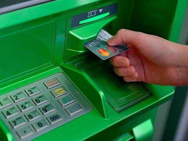 ВХерсоне продолжаются истерики около банкоматов «Приватбанка»